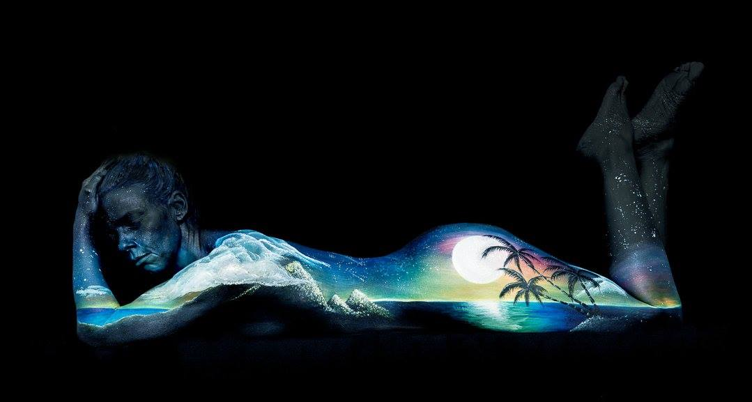Bodypainting art Dusk Moonscape