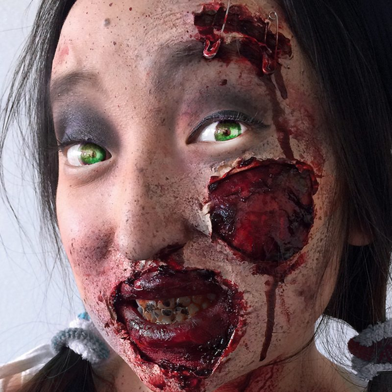 Special FX makeup zombie girl
