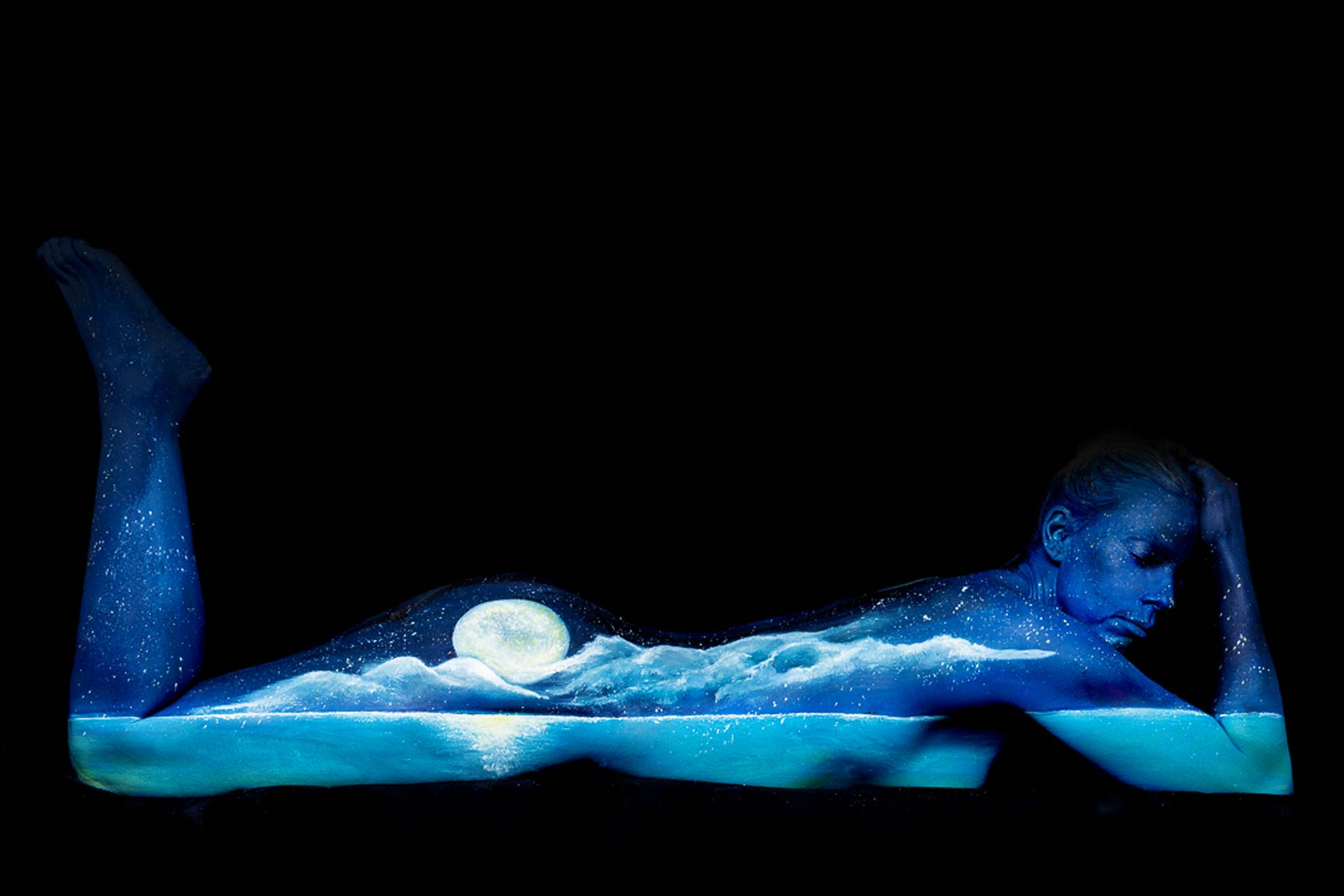 Moonscape Bodypainting 1